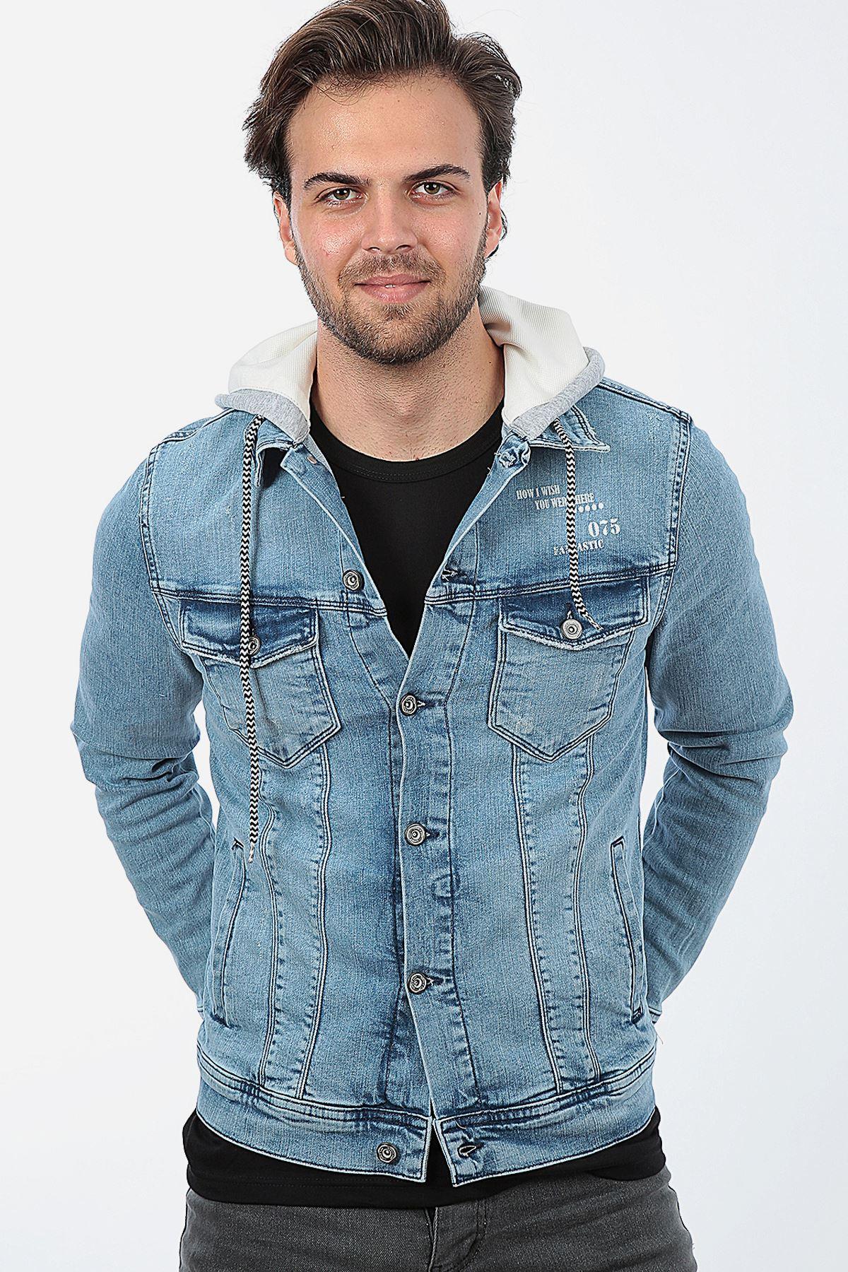 Erkek Kapüşonlu Yıpratmalı Açık Mavi Baskılı Yıkamalı Kot Ceket